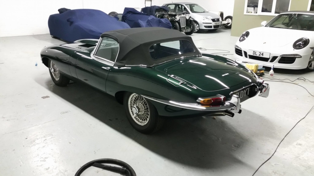 Jaguar_E-type