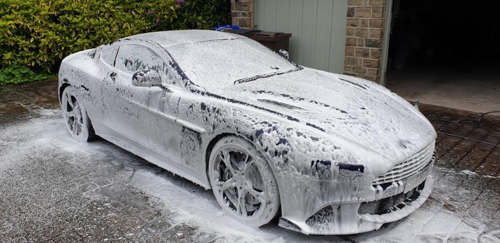 Aston_Martin_V12_Vanquish_S