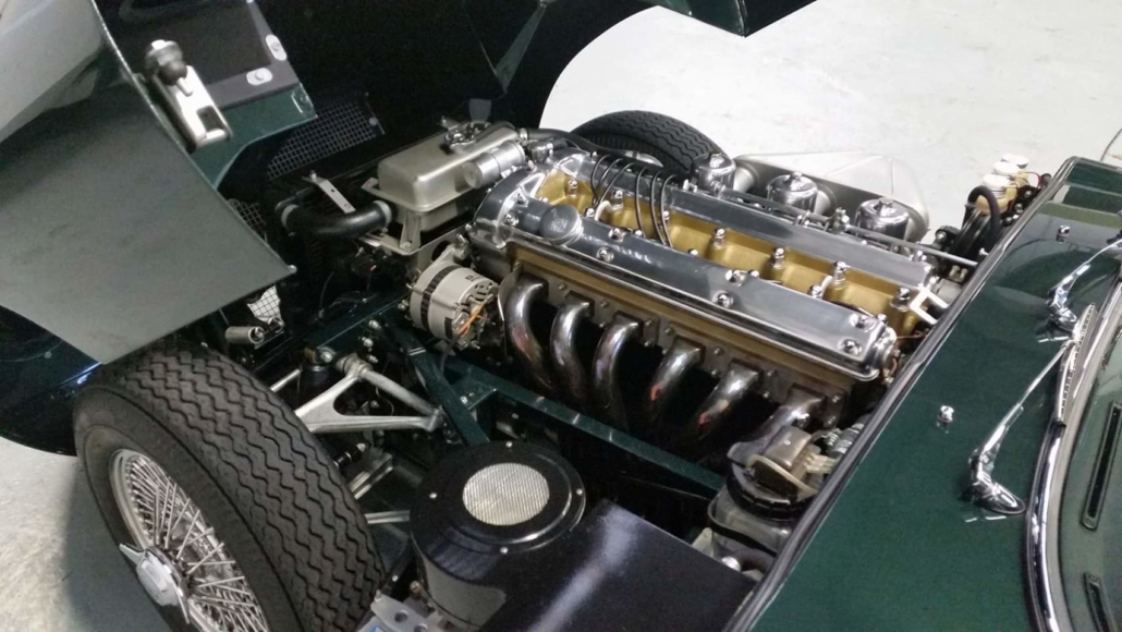 Jaguar_E-type engine.