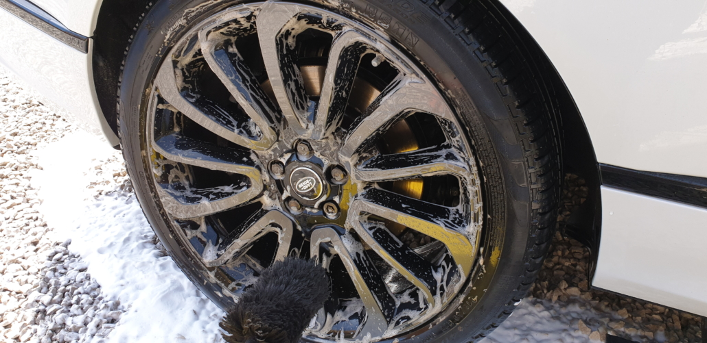 Range_Rover_Wheel_cleaning.